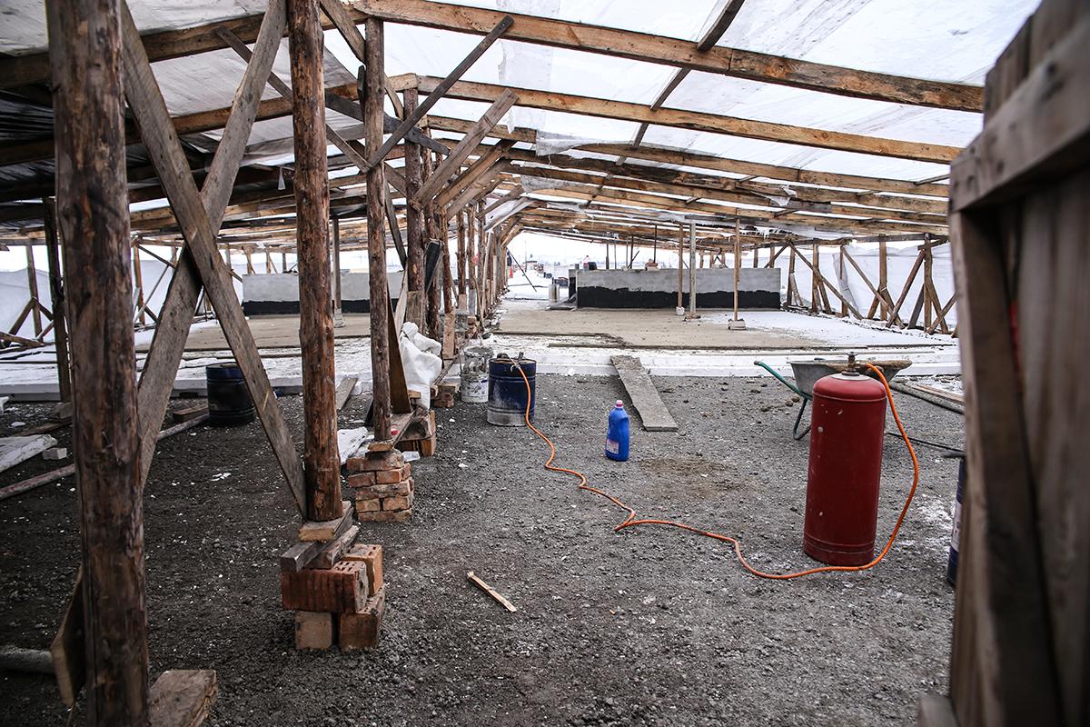 Ремонтируемая крыша дома №68 на улице Тельмана. Фото: Евгений ТИХАНОВИЧ