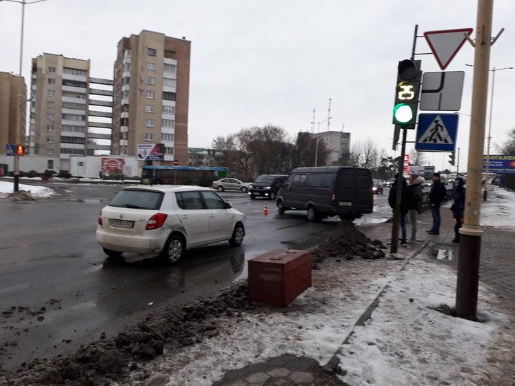 Большие пробки образовались из-за ДТП возле Полесского путепровода в Барановичах (видео)