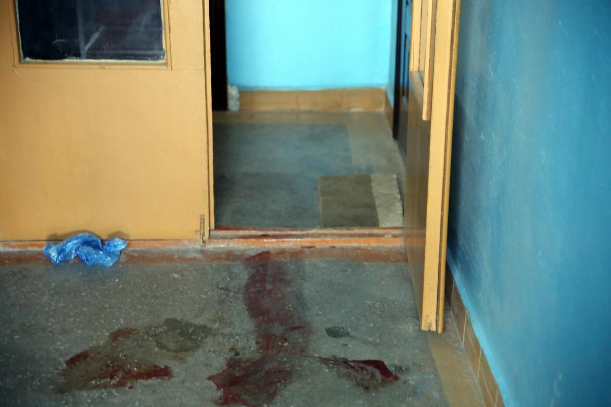 Площадка возле лифта, где нашли тело мужчины. Фото: Татьяна МАЛЕЖ