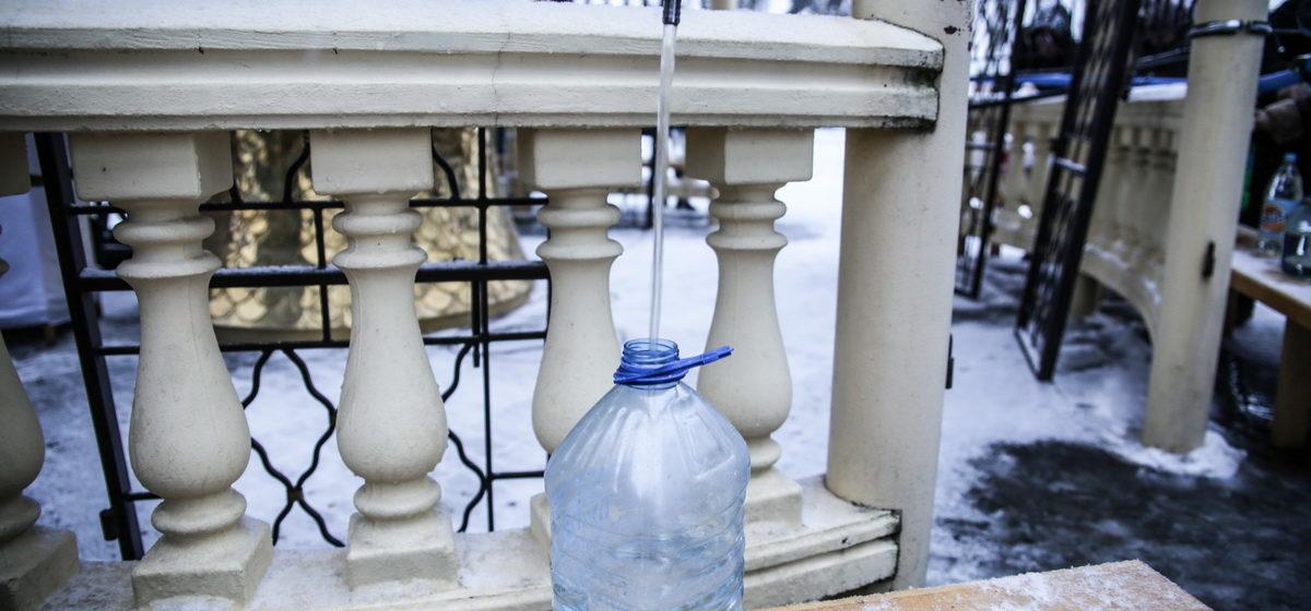 Что делать со святой водой, как ее хранить и как использовать через год