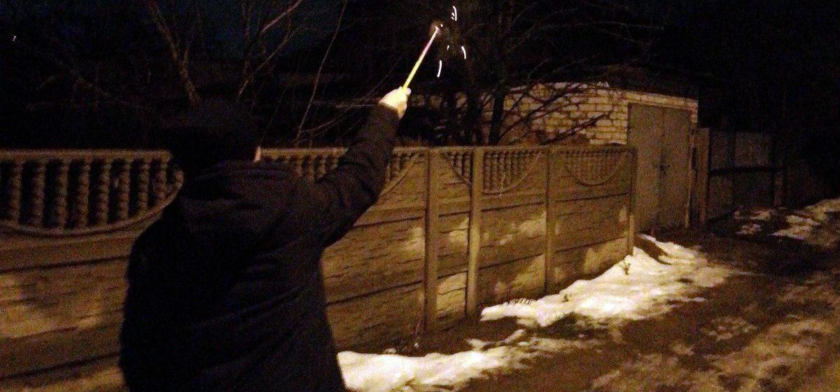 Туркменский студент взрывал в новогоднюю ночь петарды. За это его высылают из Беларуси