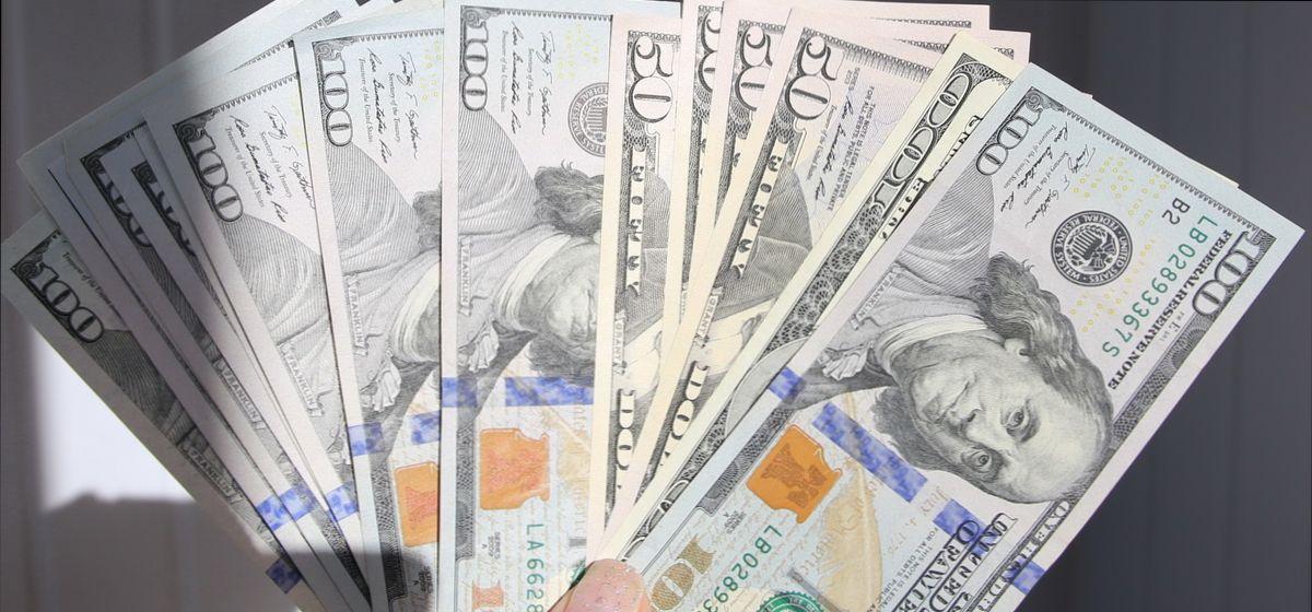 На торгах 5 марта евро начал падать, а доллар продолжает расти