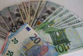 Белорусский рубль сдал ко всем валютам. Что будет с долларом и евро дальше?