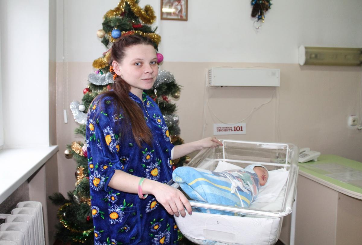 Митрофанова Майя с новрожденным сыном Евгением. Фото: Татьяна МАЛЕЖ