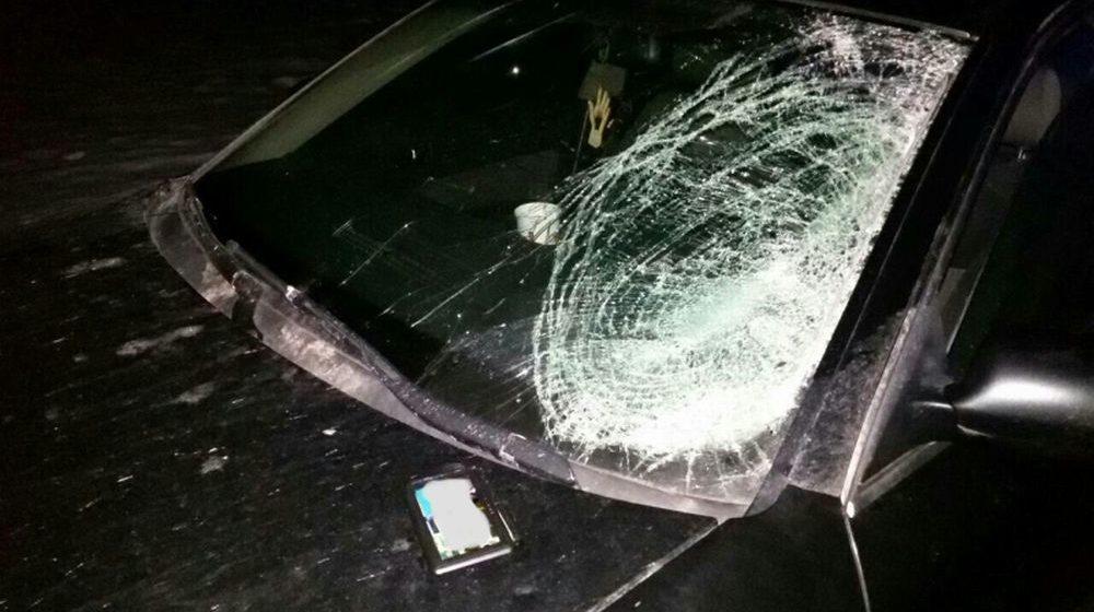 Кусок льдины слетел с крыши фуры МAN и попал в лобовое стекло Ауди А6 под Барановичами