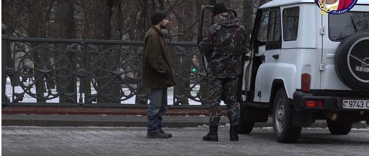 Парень из Барановичей переоделся в бомжа, чтобы проверить реакцию людей на бездомных (видео)