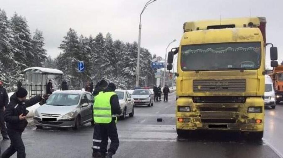 В Минске грузовик насмерть сбил 19-летнего пешехода