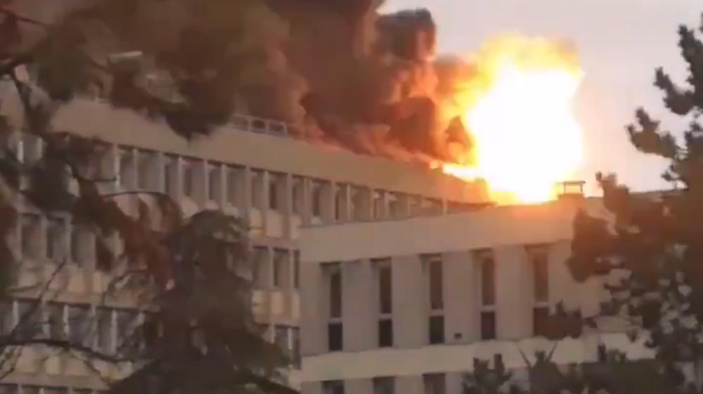 В университете Лиона произошло несколько взрывов, после чего там начался пожар, есть пострадавшие (видео)