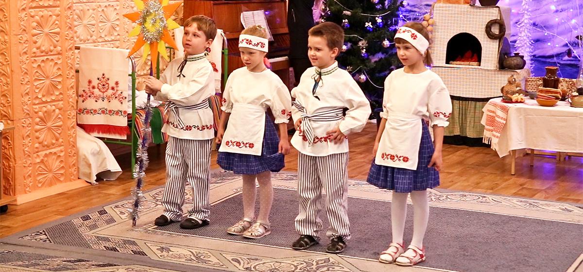 Дзеці святкуюць Каляды ў яслях-садку №33 Баранавіч (мілае відэа)