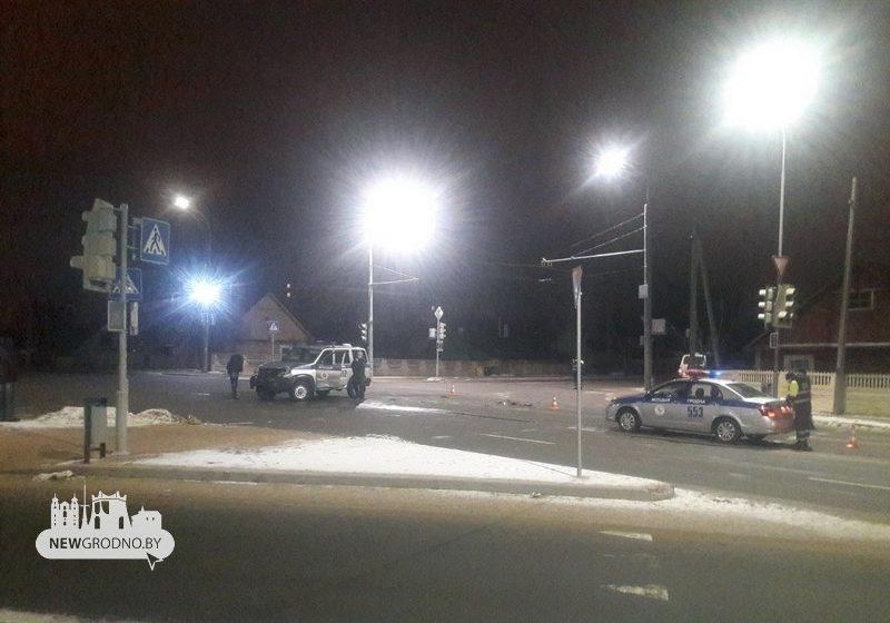 УАЗ милиции развернуло от удара во время ДТП в Гродно (фотофакт)