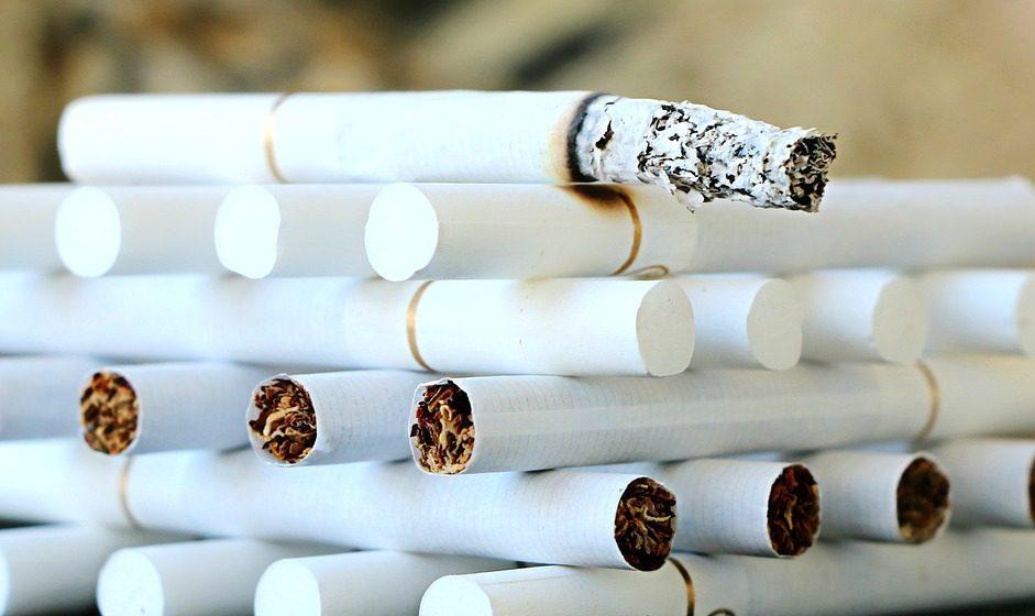 За курение на детской площадке или остановке могут оштрафовать на 102 рубля