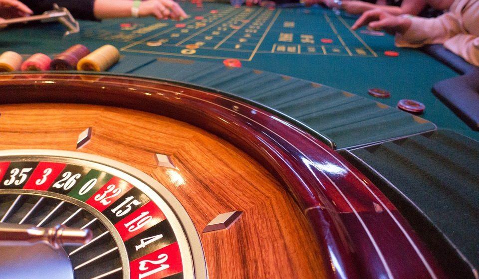 Житель Орши взял в долг у знакомых 54 тысячи долларов и проиграл их в казино