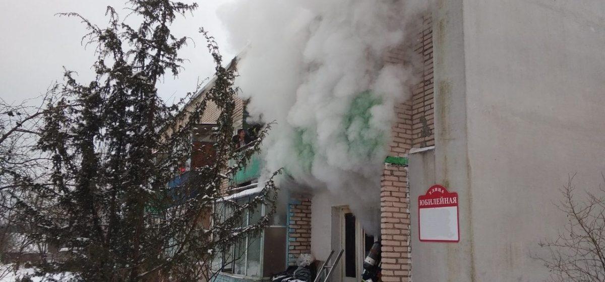 Сотрудники МЧС спасли восемь человек на пожаре в Минском районе