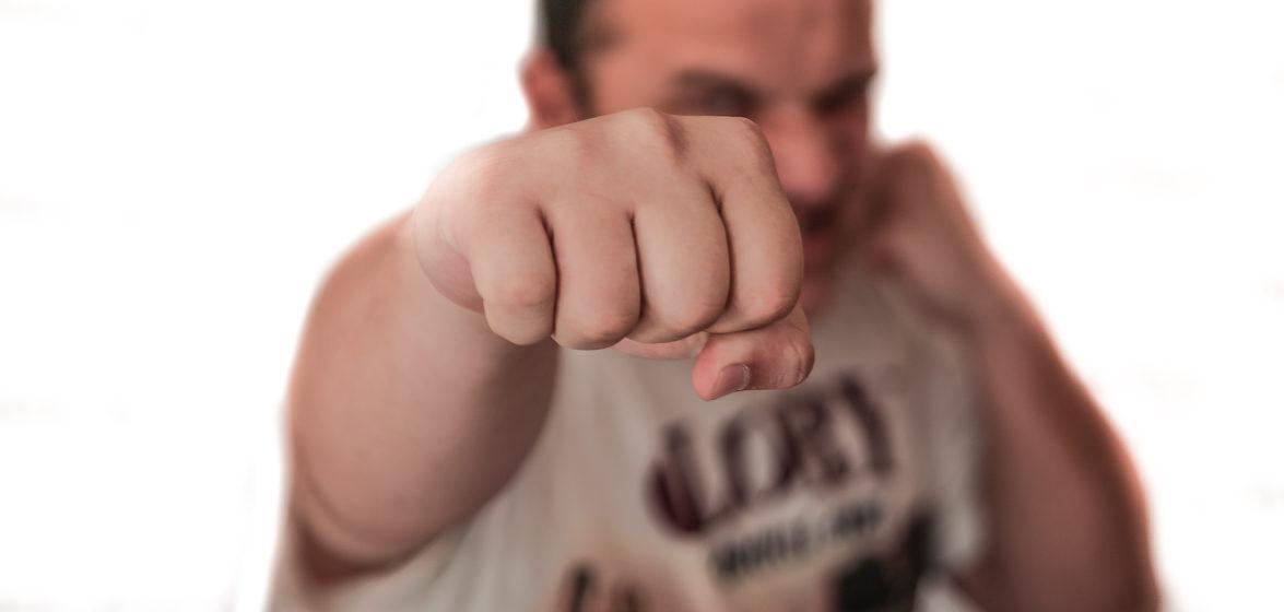 В Пинске мужчина ударил прохожую из-за ссоры со своей девушкой
