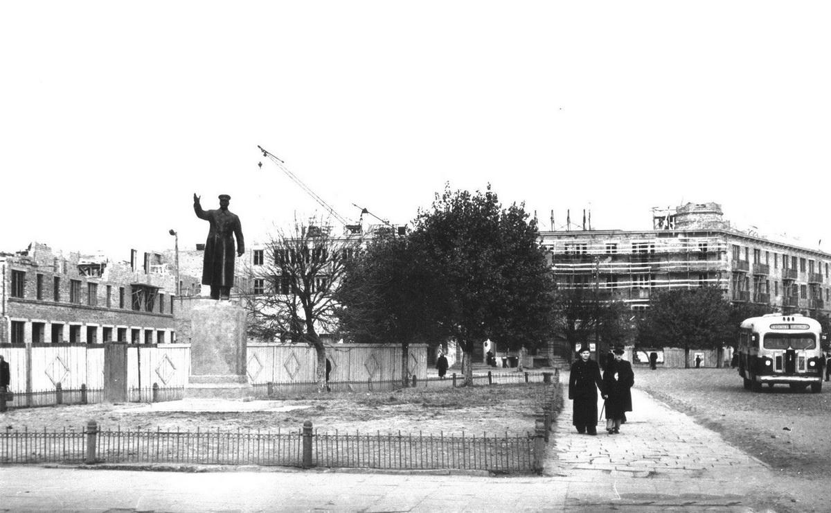 1959 год. Строительство 4-этажного дома в центре города  Барановичи.  Фото: сайт 1871.by