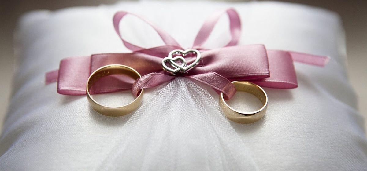 В два раза реже женились в Барановичах в апреле