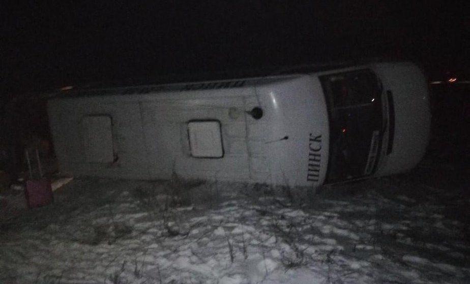 Маршрутка «Минск-Пинск» съехала в кювет и перевернулась возле Ивацевичей, есть пострадавшие