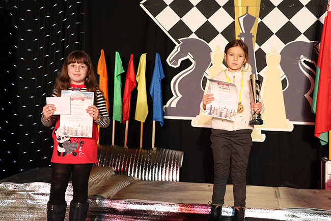Талантливая барановичская шахматистка завоевала награды двух турниров