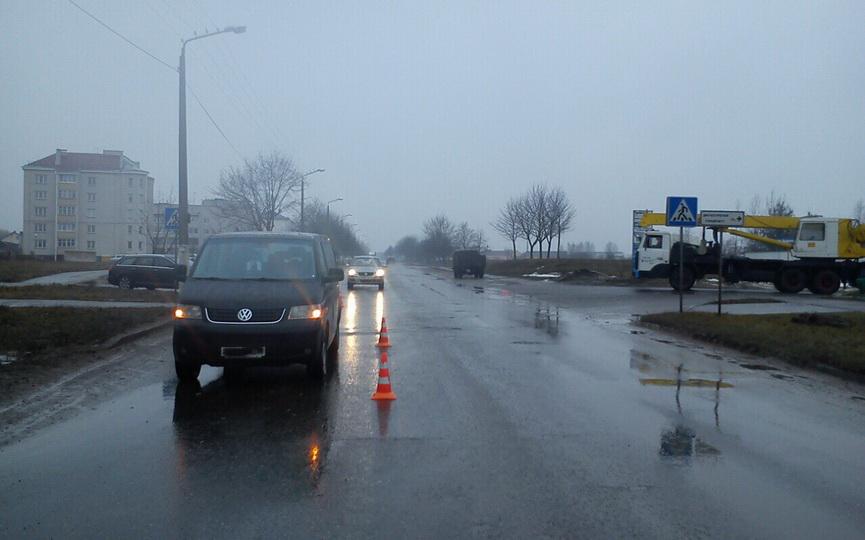 На пешеходном переходе в Барановичах бус сбил 58-летнего местного жителя