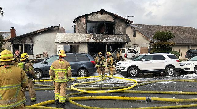 В США на жилой район рухнул самолет. Два человека погибли (видео)