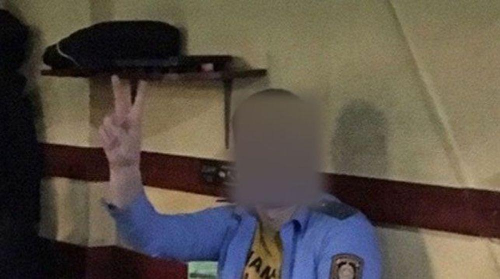 Минчанина оштрафовали за ношение милицейской рубашки