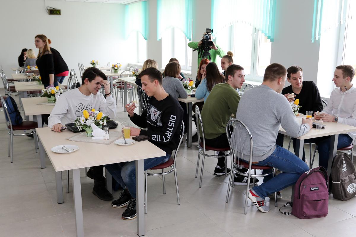 Столовая в новом корпусе колледжа. Фото: Александр ЧЕРНЫЙ