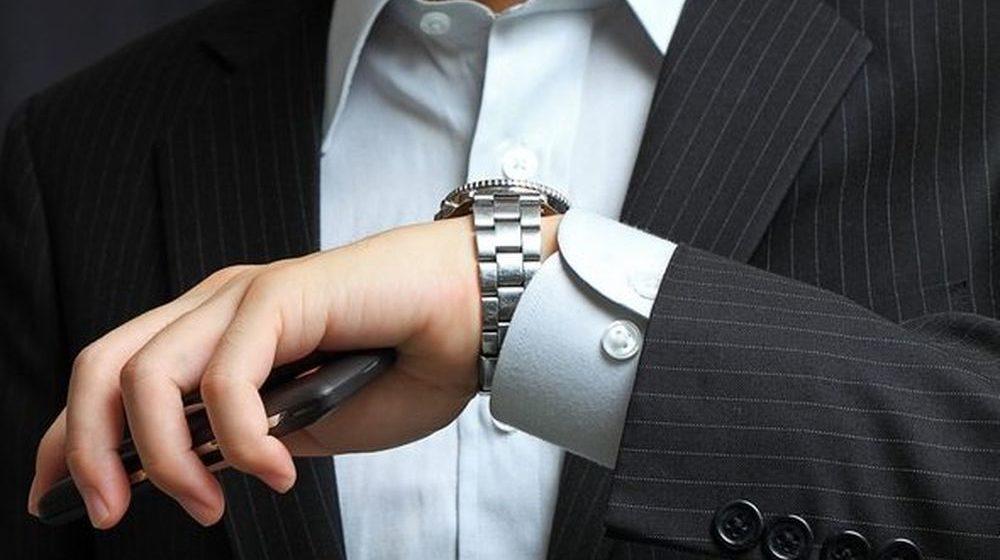 В Беларуси появился новый вид телефонного развода — звонят и обещают прислать «бесплатные» швейцарские часы