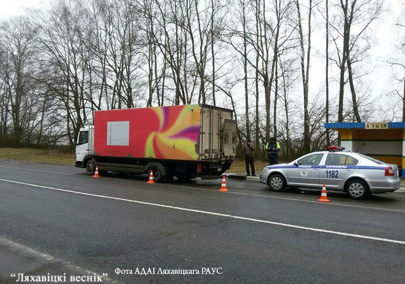 Под Ляховичами грузовик столкнулся с машиной ГАИ