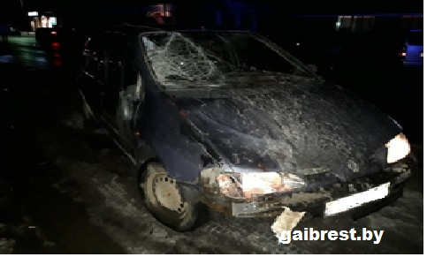В Ольшанах бесправник на Renault насмерть сбил односельчанку