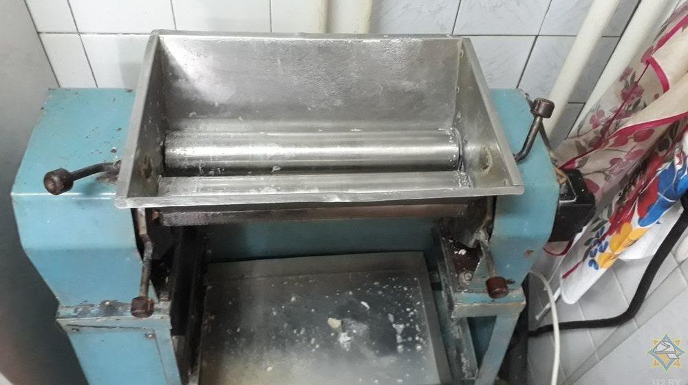 Руку повара затянуло в машинку для раскатки теста в Минске