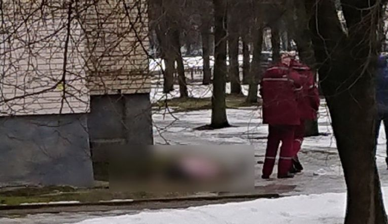 В Гродно женщина выпала с девятого этажа и погибла