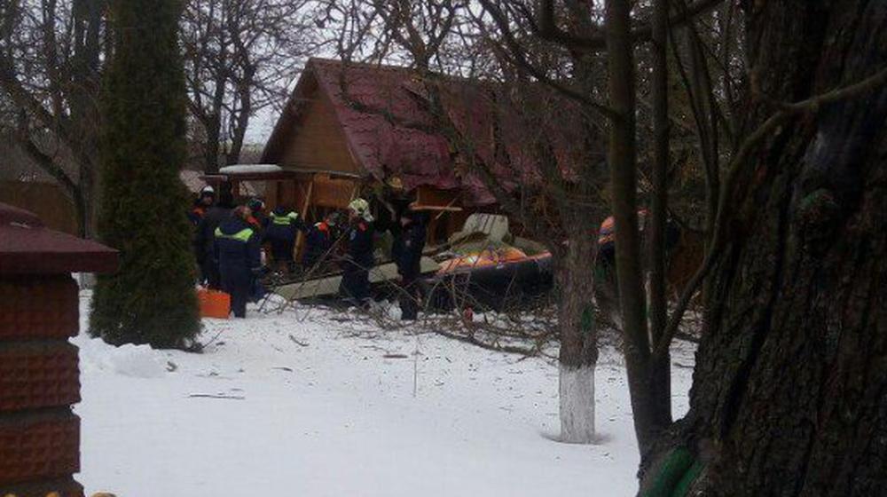 В частном секторе в Подмосковье упал легкомоторный самолет, есть погибшие