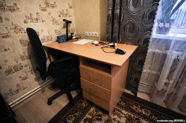 Комната Вадима. На столе стоял ноутбук, который забрали следователи. Фото: svaboda.org