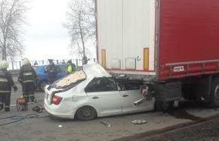 На трассе М6 под Минском Škoda влетела под фуру, есть погибшие