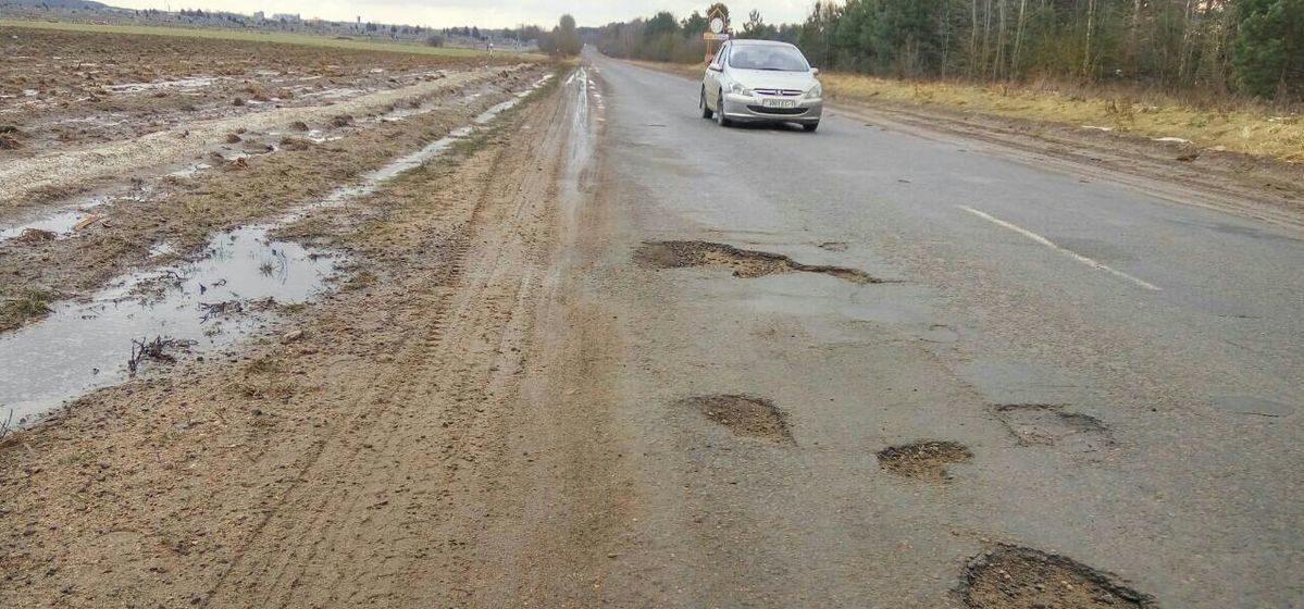 «Ямы огромные. Подвески летят». Житель Барановичей возмущен состоянием дороги от города до кладбища «Русино»