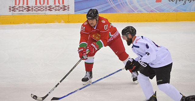 Лукашенко пригрозил хоккеистам зарплатой в 500 долларов