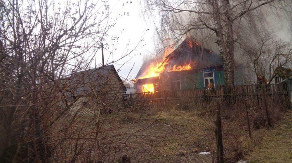 В Барановичском районе горел деревянный дом