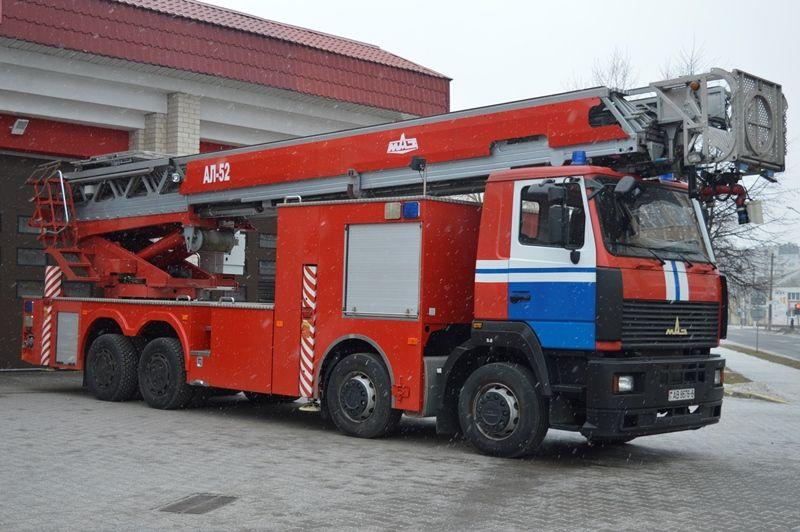 В Барановичах появилась автолестница, которая позволит тушить пожары выше 9 этажа