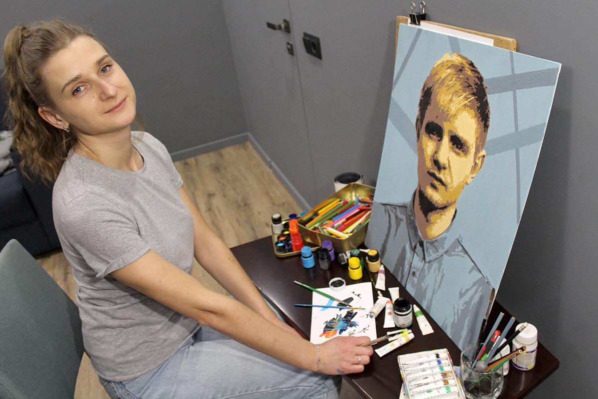 Ольга Коваленко в свободное время создает портреты и шаржи на заказ. Фото: личный архив