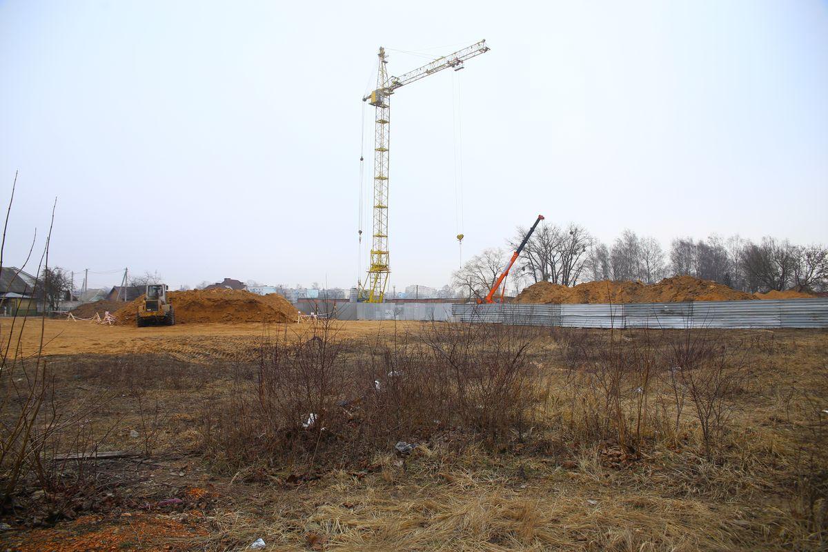 Строительство жилых домов на улице Свердлова. Фото: Евгений ТИХАНОВИЧ
