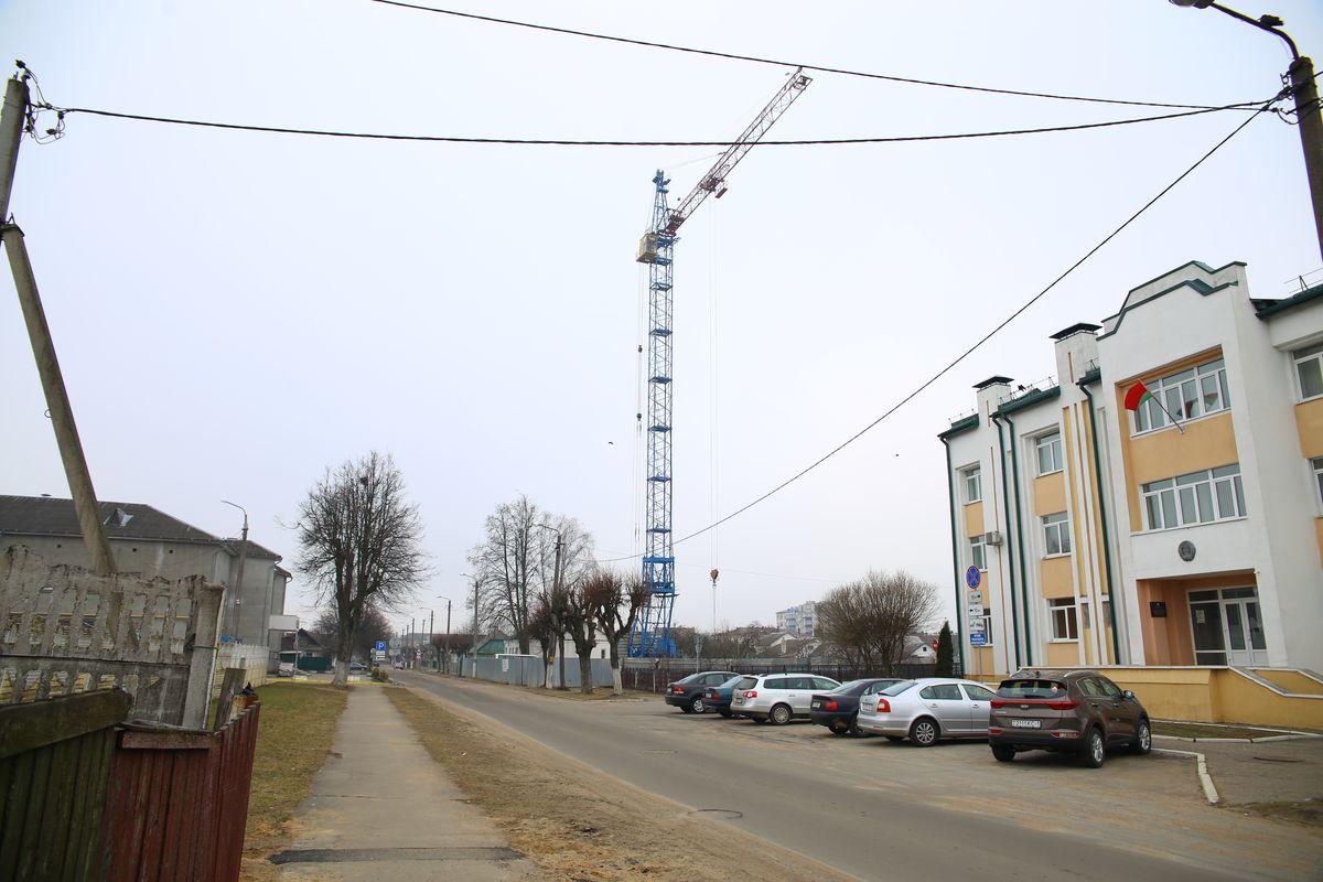 Строительство жилого дома на улице Мицкевича, 26. Фото: Евгений ТИХАНОВИЧ