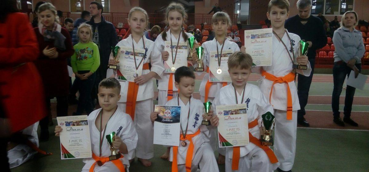 Юные каратисты Барановичей вернулись с наградами брестского турнира