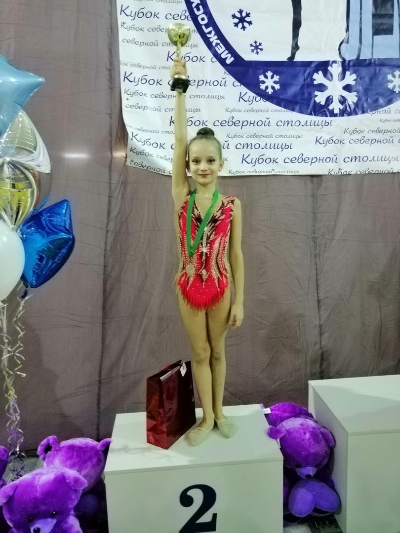 Гимнастка Яна Голубева заняла второе место на турнире среди девочек 2008 года рождения. Фото: архив Светланы ПАНКРАТЬЕВОЙ.