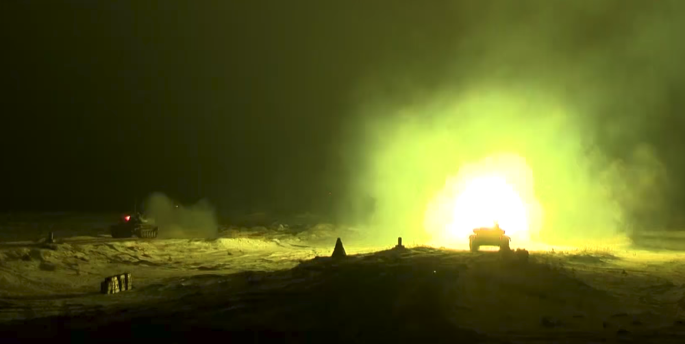 На полигоне под Барановичами танки отработали ночную стрельбу (видеофакт)