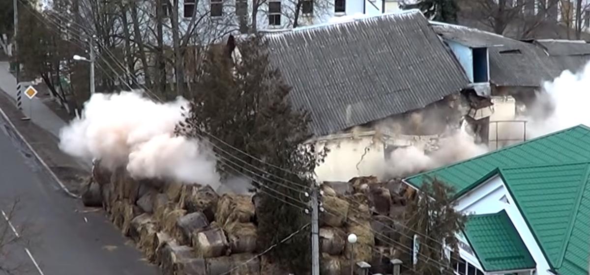 В Ружанах взорвали двухэтажное здание (видеофакт)