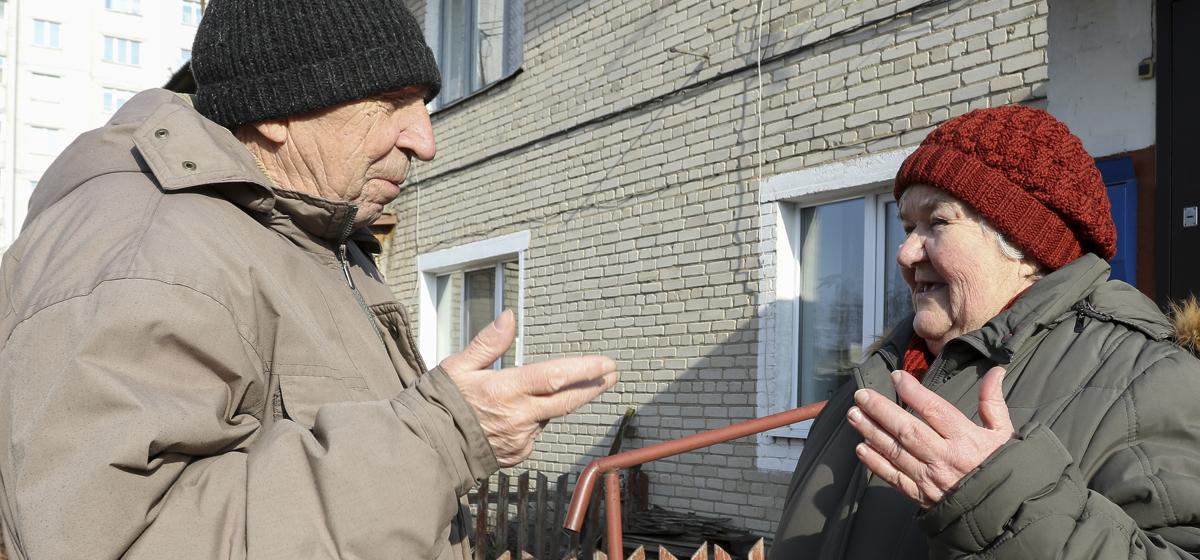 «Скоро кирпич на голову упадет». Несколько лет требуют капремонта дома жильцы старой двухэтажки в Барановичах