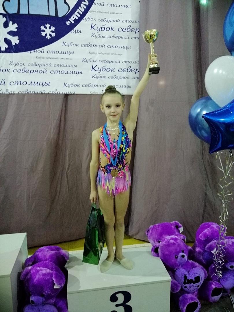 Гимнастка Милана Мять заняла третье место на турнире среди девочек 2009 года рождения. Фото: архив Светланы ПАНКРАТЬЕВОЙ.