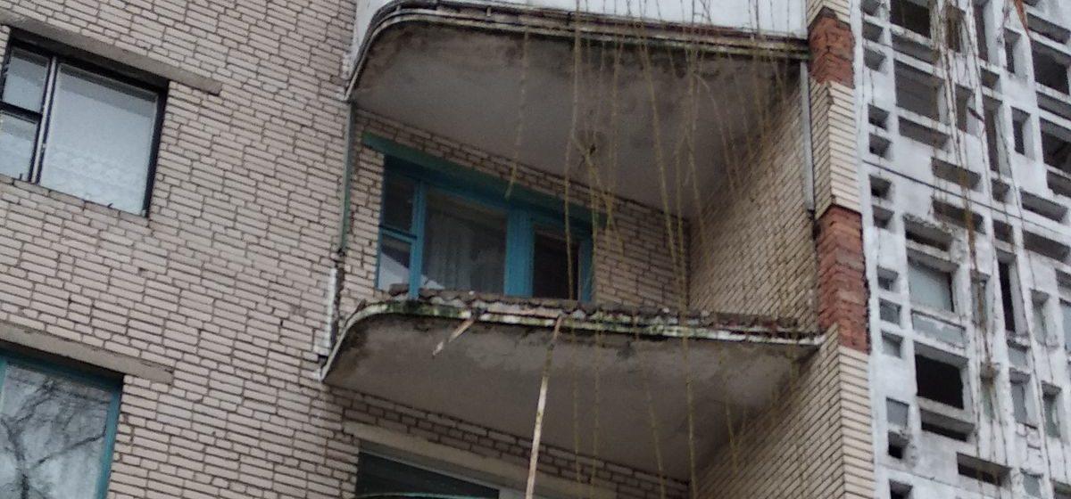 В пятиэтажке в Северном микрорайоне рухнул балкон (фотофакт)