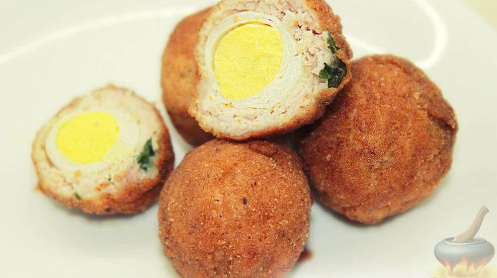 Вкусно и быстро. Вареные яйца внутри мясного фарша, обжаренные в панировочных сухарях