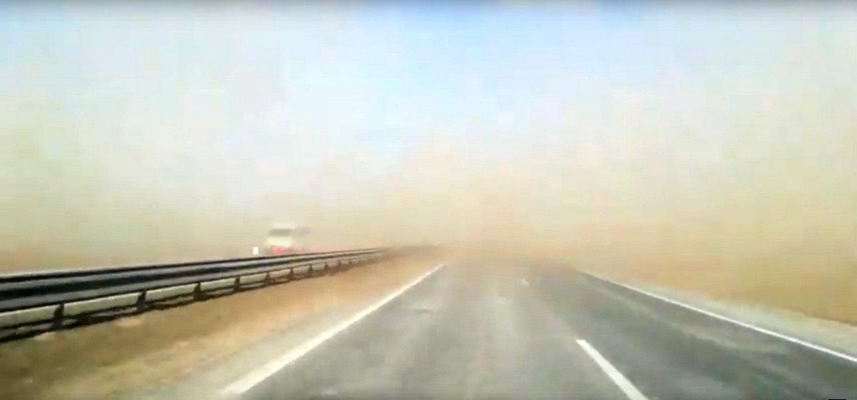 Песчаная буря на трассе М1 под Барановичами (видеофакт)